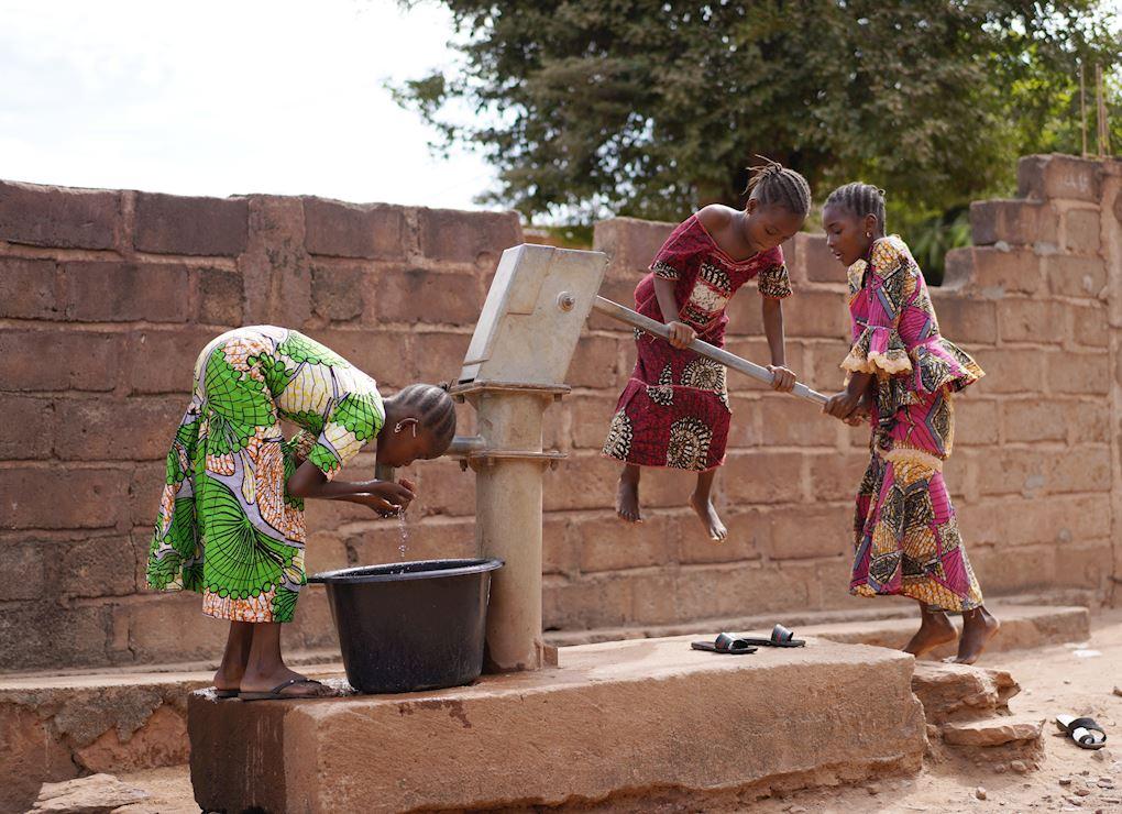 Construire des puits en Afrique